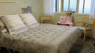 Private maternity room with double bed
